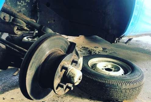 VW Bay window front brake